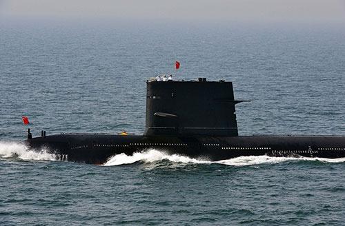中国の潜水艦。インド洋での活動を活発化させている(写真:AP/アフロ)