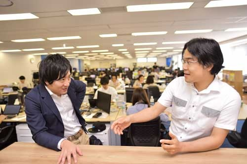 ランサーズの秋好社長(左)とトーマツ ベンチャーサポートの斎藤事業統括本部長