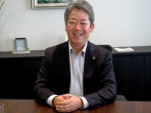 川崎重工業の重役も兼務されている橋本社長。圧倒的な結果を出してきた人というのは、どうしてこう肌ツヤが良いのでしょうか。今度、皮膚科の先生に聞いてみます