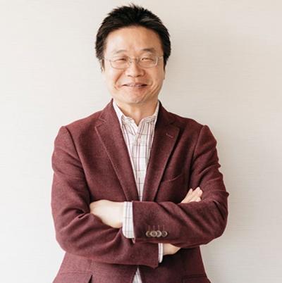 <b>宋文洲(そう・ぶんしゅう)氏</b><br/>1963年中国山東省生まれ。中国国費留学生として85年に北海道大学大学院に留学し、工学研究科の博士課程修了。89年に起きた天安門事件のため帰国せず、札幌の会社に就職したが、すぐに倒産。92年にソフトブレーンを創業し、独自開発の営業支援ソフトの販売やコンサルティング業務で会社を成長させた。2005年に東証1部に上場。42歳でソフトブレーンの経営から引退し、生活の拠点を北京に移す。