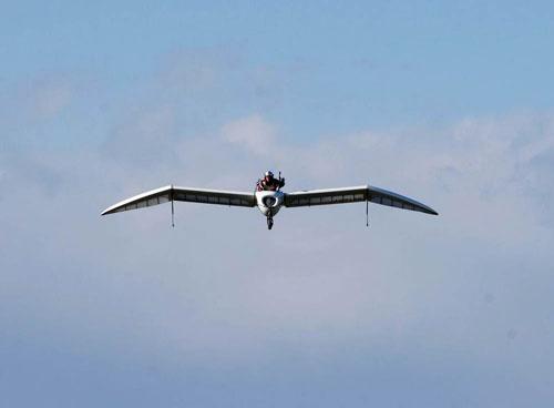 八谷和彦さんの操縦で、ジェットエンジンで空を飛ぶM-02J(撮影:香河英史)