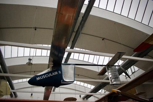 ローヘルトが設計した高速型人力飛行機「マスキュレアー2」。現在はミュンヘンのドイツ博物館航空別館に展示されている(撮影:松浦晋也)。一見して、マクレディのゴッサマーシリーズと全く異なるコンセプトで設計されていることがはっきり分かる。