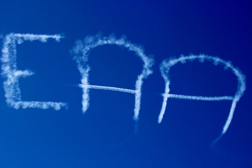 オシコシの空に描かれたEAAの文字。AirVenture Oshkoshでは時折、空に航空機が文字を描く。