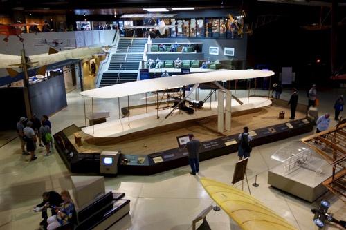 """EAA Aviation Museumの展示。ここではホームビルト機を主体とした、""""もうひとつの航空史""""が展示されている。"""