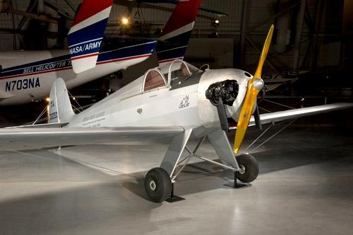 1947年に北米大陸横断飛行を行ったホームビルト機「Little Gee Bee」。この機は現在、時代を代表する機体としてスミソニアン航空宇宙博物館に展示されている。(画像:Smithsonian Institution)