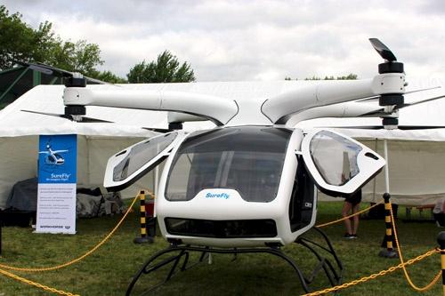 Workhorseの有人マルチコプター「SureFly」。8基の電動モーターで浮上する。「新世代の馬を作る」というのがコンセプト。