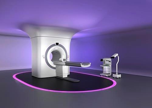私が疑問に感じたのは、救急病院の医師がいっこうにMRI(磁気共鳴画像装置)検査をしようとしなかったことだ。 (画像:PIXTA)