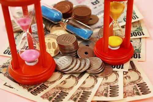 脳梗塞発症後のリハビリでは、まさに「時は金なり」だ。(画像:PIXTA)