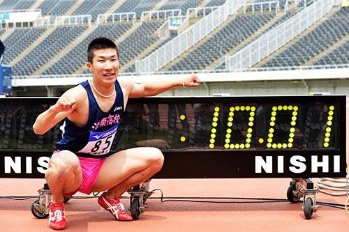 2013年4月29日、当時17歳の桐生祥秀選手は100メートル10秒01の記録を出すが足踏みを続け、10秒の壁を破るまでにそれから約4年4カ月を要した。(写真:アフロスポーツ)