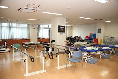 病院のリハビリルーム。 ※ 写真はイメージです
