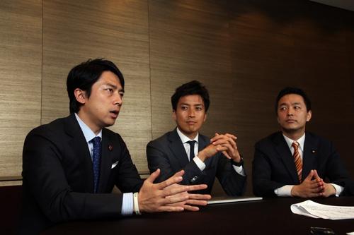左から小泉進次郎氏、小林史明氏、村井英樹氏(写真:陶山 勉、以下同)