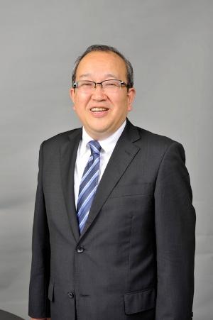 <b>用松 靖弘(もちまつ・やすひろ)</b><br />テンコーポレーション社長。1955年、大分県生まれ。77年3月に同志社大学経済学部を卒業し、ロイヤル(現ロイヤルホールディングス)入社。2011年にロイヤルホスト常務を経て、2012年より現職。2016年3月よりロイヤルホールディングス執行役員を兼務、ロイヤルホストなどの外食事業を担当。テンコーポレーション社長に就任した年の4月から2016年4月までの間、てんやの既存店売り上げが前年比マイナスになったのは1カ月だけ。