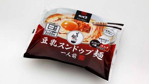 「ひとり鍋シリーズ」の新製品「とうふ麺」。麺もスープも豆乳で、「食べごたえがあるのに低カロリー、低糖質」と売り込む。人気の担々麺もある。