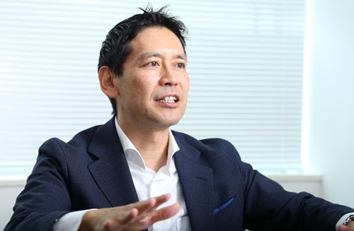 <b>加島 禎二(かしま・ていじ)</b><br /> 1967年神奈川県生まれ。上智大学文学部心理学科卒業後、90年にリクルート映像入社。営業、コンサルティング、研修講師を経験。98年に創業3年目のセルムに参加し、2002年取締役企画本部長に就任。2008年、常務取締役関西支社長を経て2010年社長に就任。写真:丸毛透。