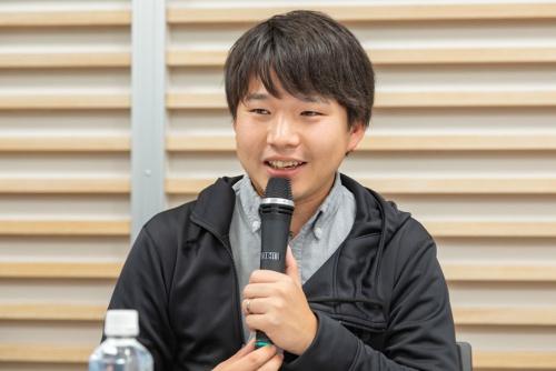 "<span class=""fontBold"">西村創一朗(にしむら・そういちろう)氏</span><br>複業研究家/人事コンサルタント。1988年神奈川県生まれ。大学卒業後、2011年に新卒でリクルートキャリアに入社し、法人営業・新規事業開発・人事採用を歴任。本業の傍ら15年に株式会社HARESを創業し、17年1月に独立。独立後は複業研究家として、働き方改革の専門家として個人・企業向けにコンサルティングを行う(写真:菅野勝男、以下同)</p>"