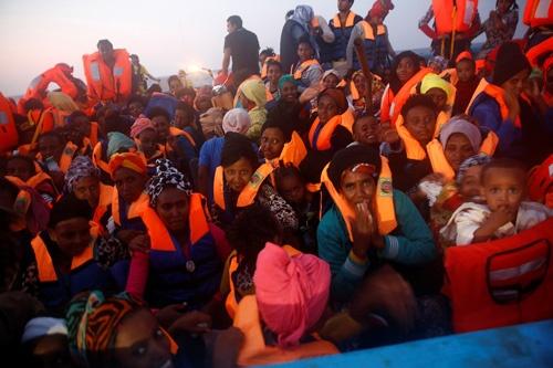 地中海を渡る難民の中には、多くのエリトリア人が含まれている(写真:ロイター/アフロ)