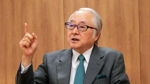 長門正貢(ながと・まさつぐ)1948年生まれ。1972年4月日本興業銀行入行、1976年フレッチャー法律外交大学院(国際関係論)修士取得。2001年日本興業銀行常務執行役員を経て2002年にみずほ銀行常務執行役員。2003年みずほコーポレート銀行常務執行役員。2006年6月富士重工業専務執行役員。同社専務、副社長を経て、2011年6月シティバンク銀行副会長。2012年1月同社取締役会長。2015年5月ゆうちょ銀行取締役兼代表執行役社長、2016年4月より現職。