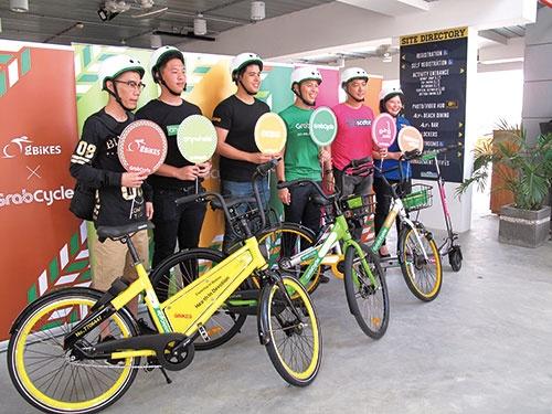 3月9日に自転車シェアリングのマーケットプレイスを発表。右から3番目がグラブベンチャーズのルーベン・ライ氏