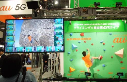 展示会「CEATEC JAPAN 2017」のKDDIブースで披露した「自由視点VRリアルタイム制作システム」のデモ