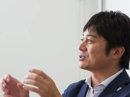 <b>葦原 一正(あしはら・かずまさ)氏</b><br>公益社団法人ジャパン・プロフェッショナル・バスケットボールリーグ 常務理事・事務局長。1977年生まれ。早稲田大学院理工学研究科卒業後、外資系コンサルティング会社に勤務。2007年に「オリックス・バファローズ」、2012年には「横浜DeNAベイスターズ」に入社し、社長室長として、主に事業戦略立案、プロモーション関連などを担当。2015年、「公益社団法人ジャパン・プロフェッショナル・バスケットボールリーグ」入社。男子プロバスケットボール新リーグ(B.LEAGUE)の立ち上げに参画。(写真:加藤 康)