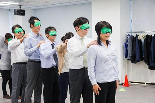 企業向けの研修プログラム「OFF TIME Biz」の様子(写真:日本ブラインドサッカー協会)
