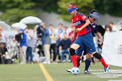 2017年7月に行われた、ブラインドサッカーの日本選手権大会。(写真:長田洋平/アフロスポーツ)