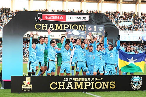 2017年の明治安田生命J1リーグは、最終節で川崎フロンターレが逆転し悲願の初優勝を果たした。(写真:YUTAKA/アフロスポーツ)