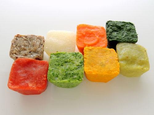 心強い助っ人、茹でた野菜をミキサーにかけ小分け冷凍した野菜ピュレCube