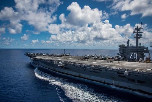 米国の原子力空母カールビンソンは北朝鮮を攻撃できる射程圏に入った(写真=ZUMA Press/amanaimages)