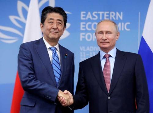 安倍首相とロシアのプーチン大統領が9月10日に首脳会談(写真:代表撮影/ロイター/アフロ)