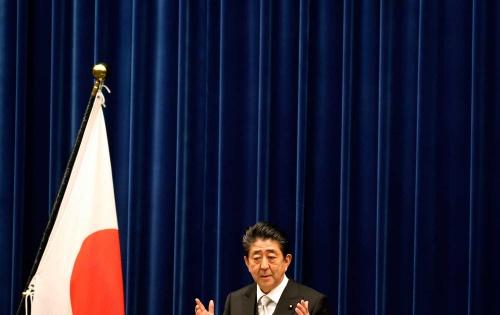 安倍首相は憲法改正に意欲を示す(写真:AP/アフロ)