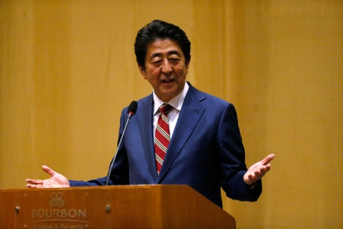 来年7月に控える参議院選挙に安倍首相はどう臨むか(写真:AP/アフロ)