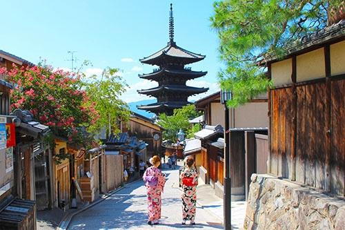 京都の寺院は日本文化の海外発信にも大きな役割を担う