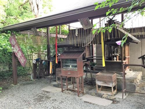 橋姫を祭る「橋姫神社」