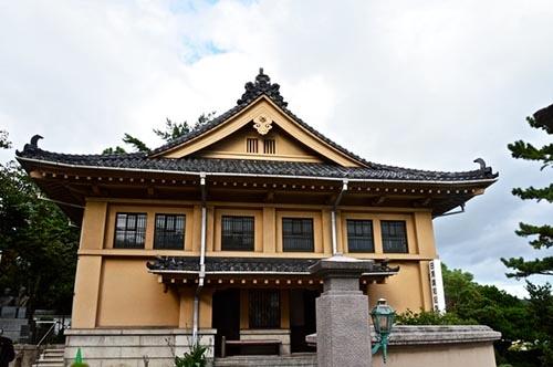 日清戦争(1894年7月~1895年3月)に勝利した日本は、山口県下関の料亭「春帆楼」において講和会議を開催した。1895年4月17日、日本と清の両国は講和条約に調印。写真は講和会議の舞台となった「春帆楼」の隣接地に開館した「日清講和記念館」(山口県下関市阿弥陀寺町)  (写真:PIXTA)