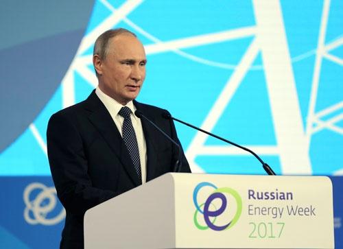 ロシア経済の回復に自信を深めるプーチン大統領 (写真= ロイター/アフロ)