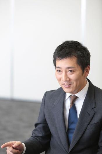オーナーのおい、松田一宏オーナー代行がグッズ開発を引っ張る(写真:鈴木愛子)