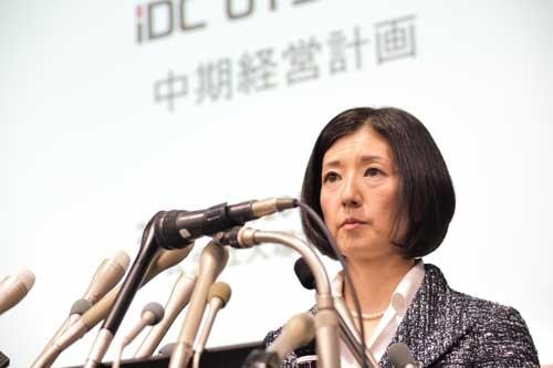 昨年2月26日には久美子社長が中期経営計画を発表し、勝久会長(当時)との情報戦を繰り広げた(写真:菊池一郎、以下同)