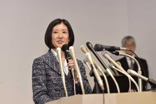 2015年2月には久美子社長が中期経営計画を発表した(写真:菊池一郎、以下同)