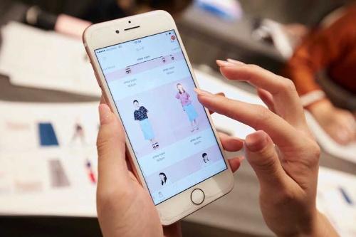 ファッションレンタルアプリの「メチャカリ」は、月額5800円で新品の服が借り放題だ