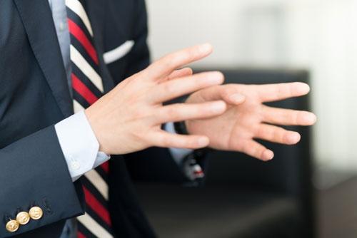 石川康晴社長は「社員一人ひとりの個性を最大限に活かせる組織を目指す」と語る(写真:菅原ヒロシ)