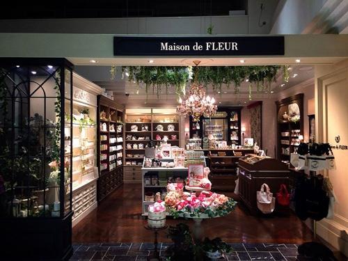 化粧品ブランドのMaison de FLEURはルミネ新宿で1坪当たり月100万円を売る