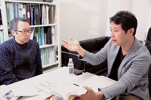 同族経営の強みについて、サラリーマンが経営する企業と比較しながら、意見を交わした(写真:鈴木愛子、以下同)