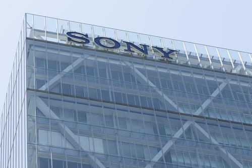 ソニーシティことソニー本社ビルは2006年に完成。今年の10月に15周年を迎える(写真:Rodrigo Reyes Marin/アフロ)
