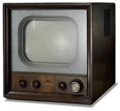 シャープが製造した国産1号の白黒テレビ(提供:シャープ)