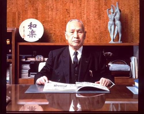 早川徳次は事業を大きくするのと同じく、社会貢献にも力を入れた経営者だった。1950年(昭和25年)に設立した視覚障がい者自らが経営する特選金属工場は、多くの企業の模範となった。障害者雇用促進法ができる前から率先して自立支援機会を提供していた(提供:シャープ)
