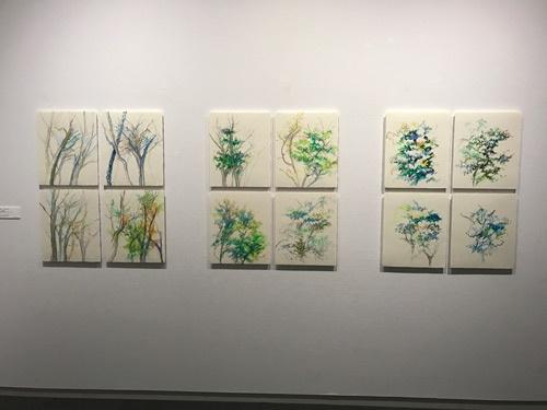 堀由樹子さんの素描作品の展示風景