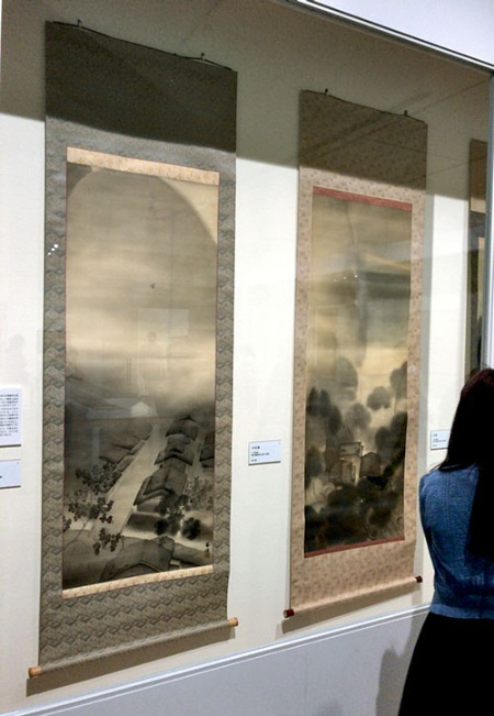 菱田春草や横山大観が創出した「朦朧体」(もうろうたい)に学んだと見られる作品(《夕月夜》と《暮色有情》=ともに大正期頃)が展示された一画