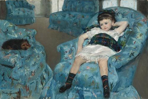 メアリー・カサット《青い肘掛け椅子に座る少女》(1878年、油彩、カンヴァス、89.5×129.8cm、ワシントン・ナショナル・ギャラリー National Gallery of Art, Washington, Collection of Mr. and Mrs. Paul Mellon, 1983.1.18 Courtesy National Gallery of Art, Washington)