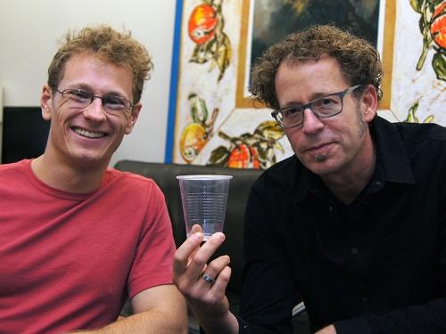 写真●カリフォルニア大学バークレー校のKen Goldberg教授(右)と共同研究者のJeffrey Mahler氏